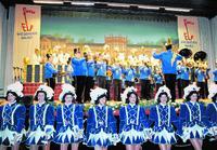 Der Applaus war den hübschen Tänzerinnen bei der Fidelen Elf sicher. Foto: RMB/Heiko Kubenka
