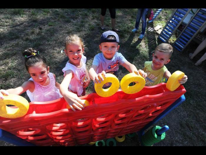 """Auch die Kleinsten haben Spaß beim Mosburgfest: """"Vier gewinnt"""" fürs junge Publikum. Foto: wita/Paul Müller"""