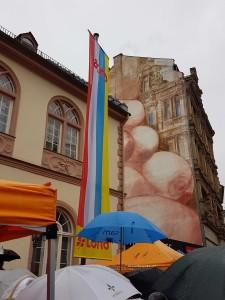 Hissung der DACHO-Fahne am alten Rathaus